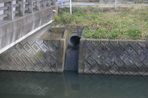 弁天川と沼をつなぐ暗渠