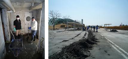 汚泥と悪戦苦闘するスタッフ。堆積した汚泥は10cm以上にも及ぶ。